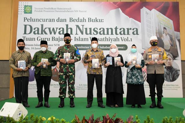 """TGB Luncurkan Buku Dakwah Nusantara """"Islam Wasathiyah"""", Wagub : Sangat Cocok dengan Keberagaman di Indonesia"""