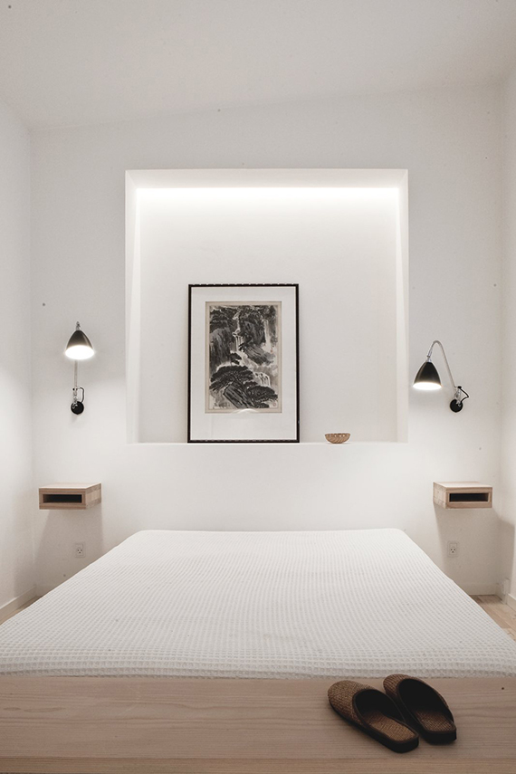 Modern white bedrooms inspiration | Design by Norm Architects. Photo by Jonas Bjerre-Poulsen via Up Interiors