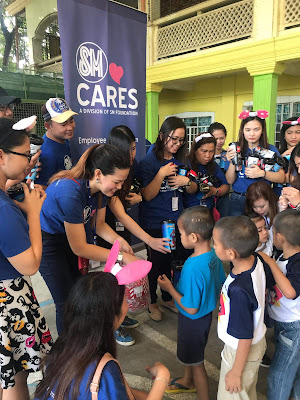 SM MALLS IN BALIWAG AND PULILAN WRAP UP 2019 GIVING GIFTS TO DECADES-OLD ORPHANAGE BULACAN