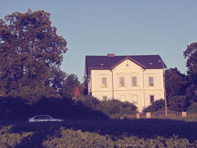Chachamisu photography by Nataya Anindira - wander, beautiful things, Austria, small town, spring-summer, sunrays, sunny day, vintage, architecture, landscape, blue, Europe, pretty house