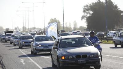 En Pilar. Caravana y banderazo contra el Gobierno en la Panamericana 881