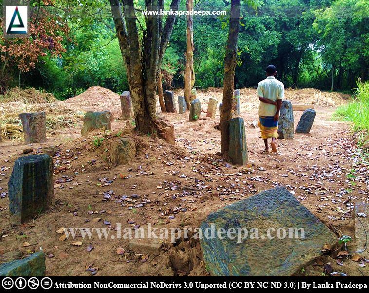 Scattered ruins at Keheliya Viharaya