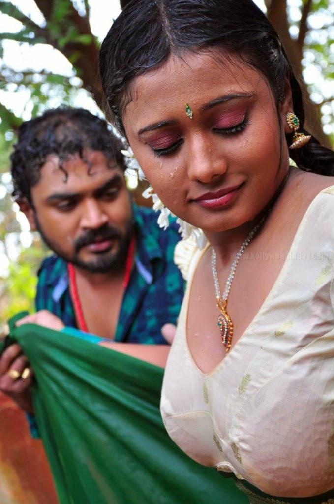 Telugu Aunty Romantic Scenes
