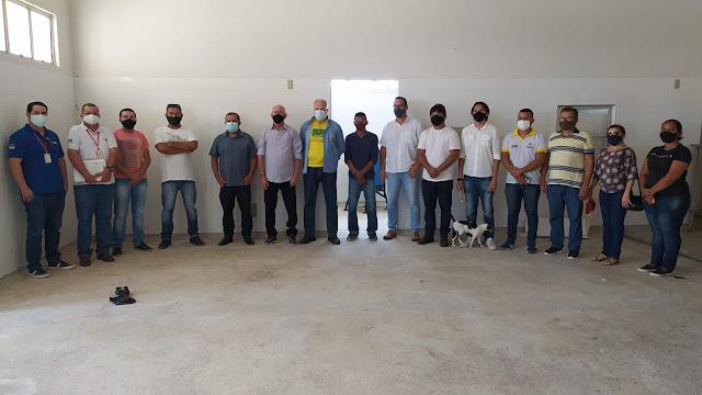 Representante do Ministério da Agricultura visita Caraúbas para viabilizar funcionamento da central pesqueira