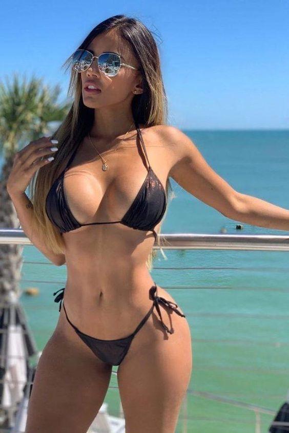 Tetonas en bikini