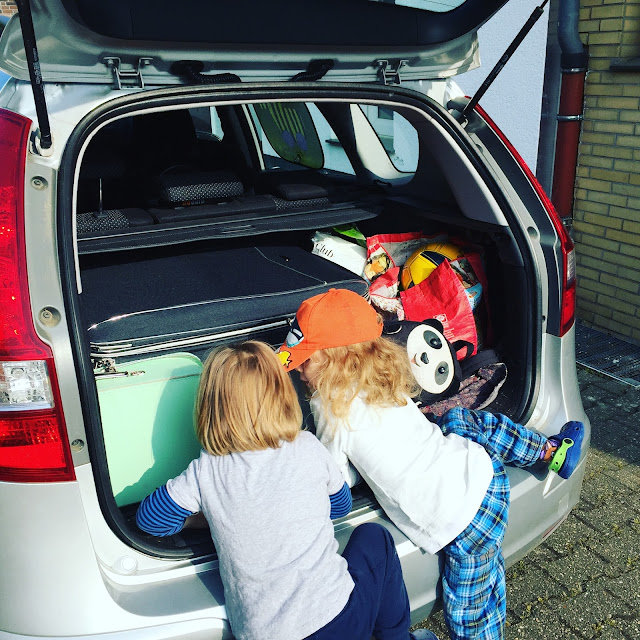 Urlaub mit zwei Kleinkindern - Auto-Tetris