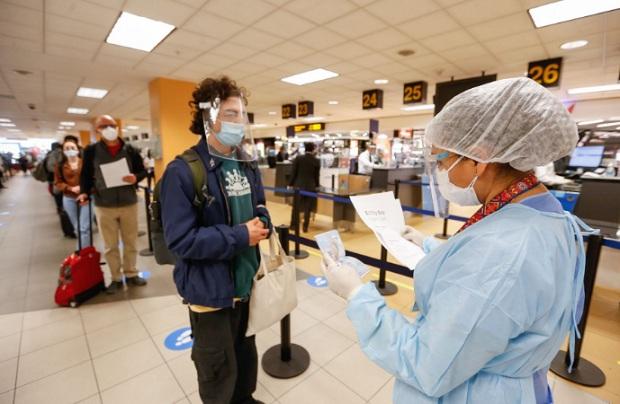 Suspenden ingreso de extranjeros provenientes de Europa o Sudáfrica hasta el 31 de enero