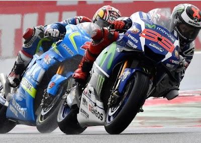 #6. Ada Pembalap yang Takut Kehujanan