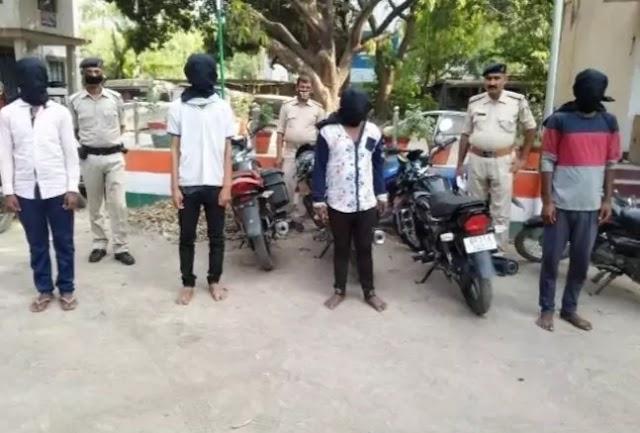लूट की बाइक के साथ चार शातिर गिरफ्तार