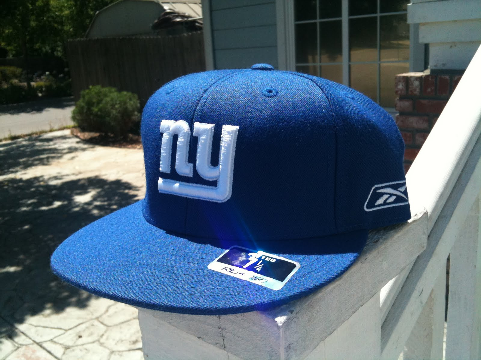 Deals   steals  NEW YORK GIANTS FITTED HAT 7-1 8 by Reebok 86f6e4b8668