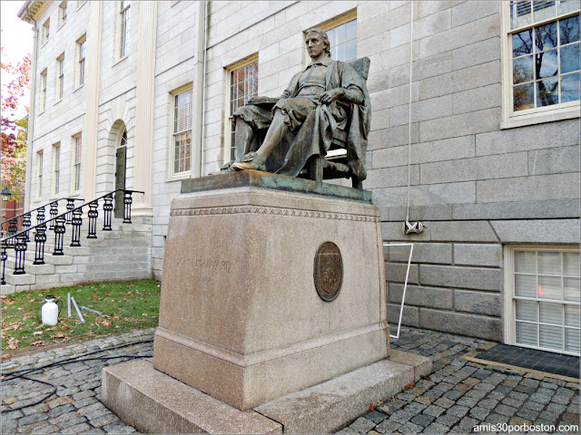 Estatua de John Harvard