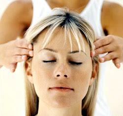لماذا ينام البعض بسرعة عند تدليك فروة الشعر ؟