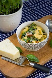 Vegetarische Feierabendküche: cremige Mozzarella Spinat Tortellini mit getrockneten Tomaten | Rezept | schnelles Mittagessen | schnelles Abendessen oder Lunch