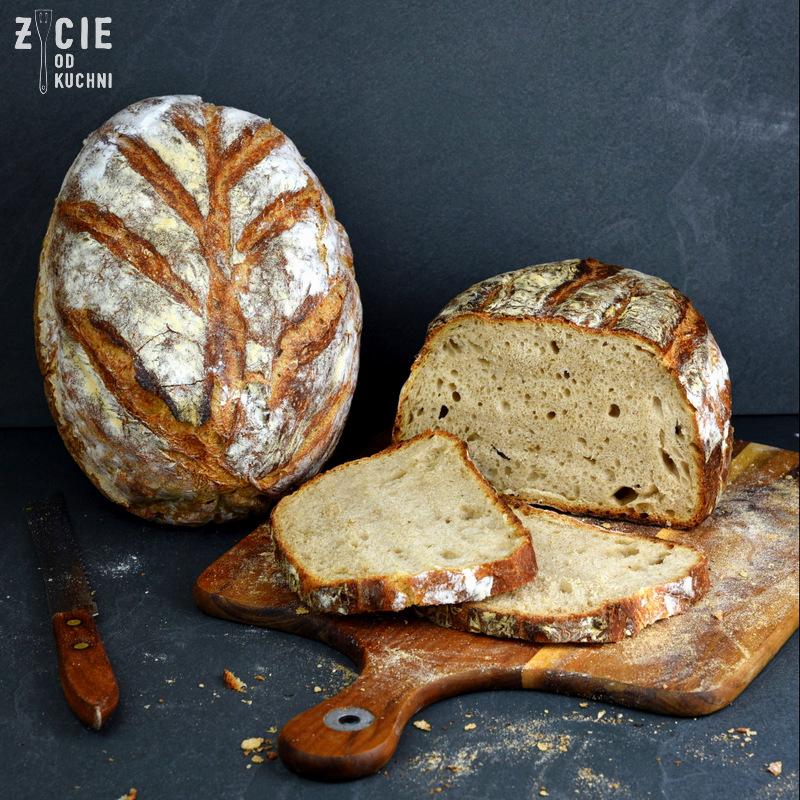 chleb domowy na zakwasie, chleb na zakwasie, jak upiec chleb, jak upiec chleb na zakwasie, domowa piekarnia, bochenek chleba, chleb pszenny, chleb pszenny na zakwasie,