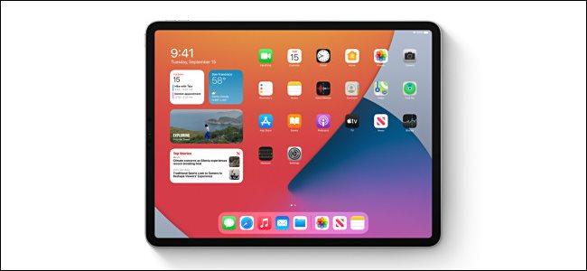 تعرض الشاشة الرئيسية الأدوات على جهاز iPad.