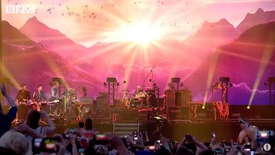 Coldplay - Hymn For The Weekend ( Radio 1's Big Weekend 2016 ) BBCR1