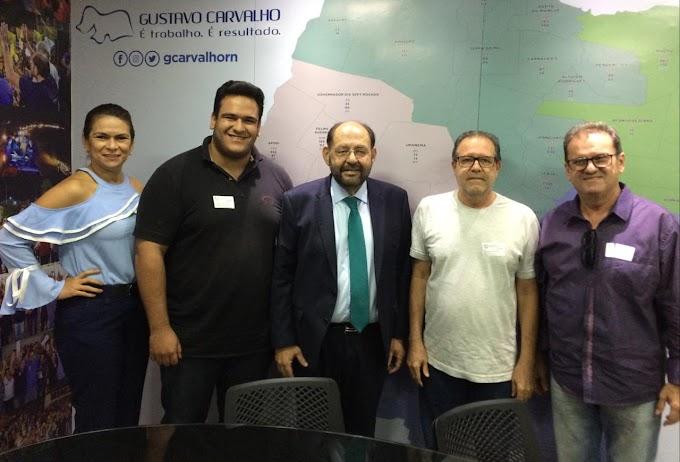 Ex-prefeito Dr. Ronaldo, ver. Jalmir, Cinara e Jalmir Filho são recebidos pelo deputado Gustavo Carvalho