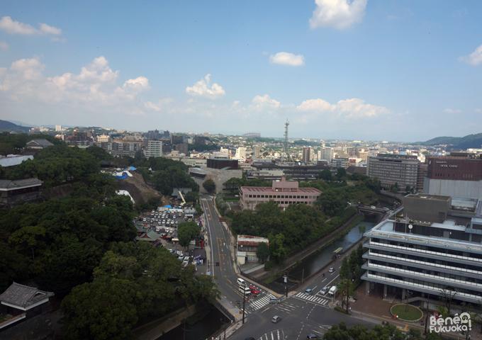 熊本市役所から見た地震後の熊本城の石垣(武者返し)
