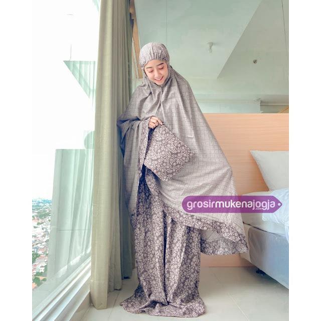 Mukena Batik Lawasan Mahaputri Qallila Moslem ID by Henikalista