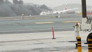 Al parecer uno de los aviones de la compañía, un Boeing 777, ha hecho un aterrizaje de emergencia y se ha incendiado. Los motivos que podrían haber causado el accidente todavía se desconocen. Se trataría del vuelo EK521, que volaba de Trivandrum, India, a Dubai y tenía 275 pasajeros a bordo.