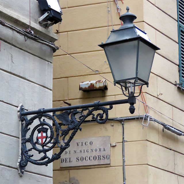 Public light, Via San Lorenzo, Genoa
