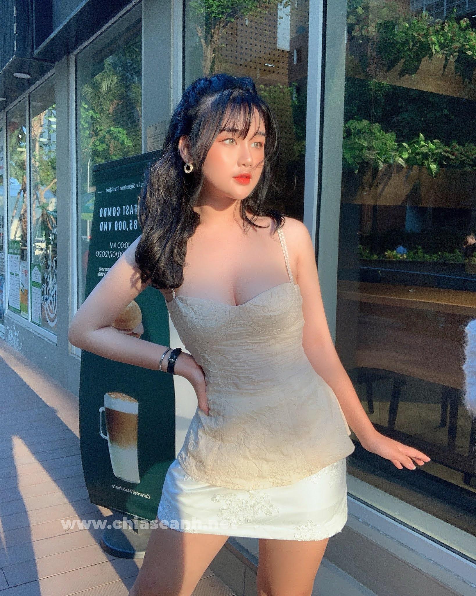 Nữ sinh Hà thành gây thương nhớ bởi vẻ đẹp tựa búp bê lứa tuổi trăng tròn