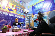 Ganjar Sapa Pendengar Radio Indonesia dari Papua