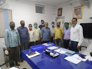 किसानों के बढ़ते विद्युत बिलों की शिकायत लेकर भारतीय किसान संघ प्रतिनिधिमंडल विद्युत विभाग पहुंचा