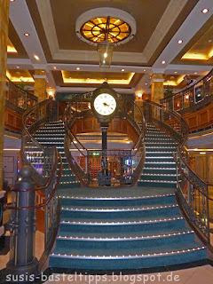 Treppe und Standuhr auf der Queen Victoria (Cunard) Foto von Stampin' Up! Demonstratorin in Coburg