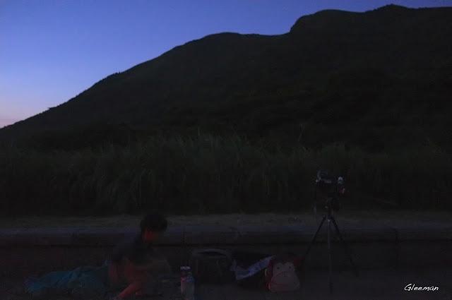 近七點左右到達,把相機架起來之際天色還沒完全暗下來,感覺不到秋天的腳步已悄悄近了。