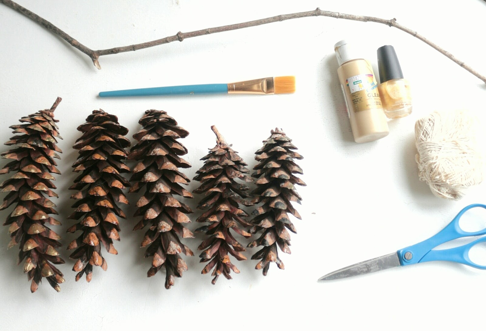 Easy Pine Cone Wall Hanging