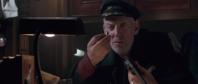 Robert Everton ( Donald Sutherland )