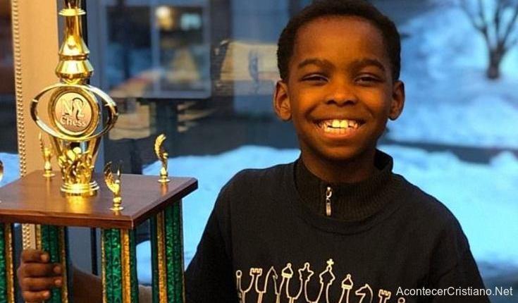 Niño campeón de ajedrez
