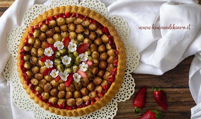 Crostata morbida con crema pasticcera al liquore di pistacchio e fragole