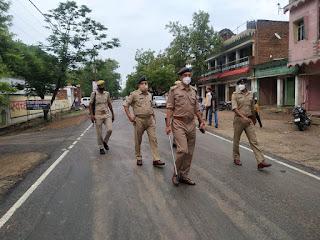 थाना कोतवाली उरई पुलिस बल के साथ नगर उरई में पैदल गस्त -अपर पुलिस अधीक्षक जालौन                                                                                                                                                       संवाददाता, Journalist Anil Prabhakar.                                                                                               www.upviral24.in
