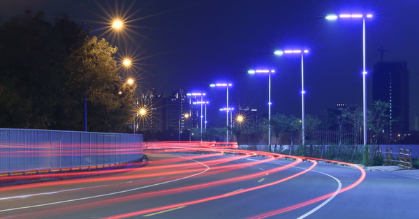 台中北屯|北屯也有藍色公路,而且還是一大片區域的藍色路燈,相當浪漫
