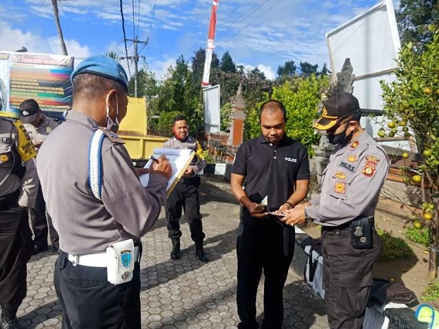 Tingkatkan Disiplin, Kapolsek Kintamani Cek Kelengkapan Personelnya