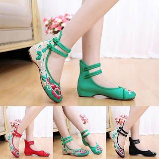Sepatu flat model ankle strap untuk wanita berkaki besar