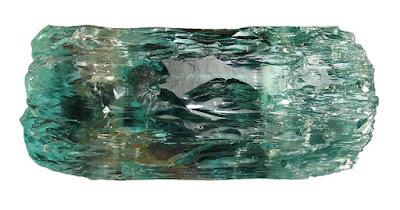 Cristal de aguamarina con algunas estriaciones y de tonalidad verde azulado