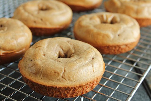 quick cinnamon bagels, gluten-free, low-fructose, cooling rack