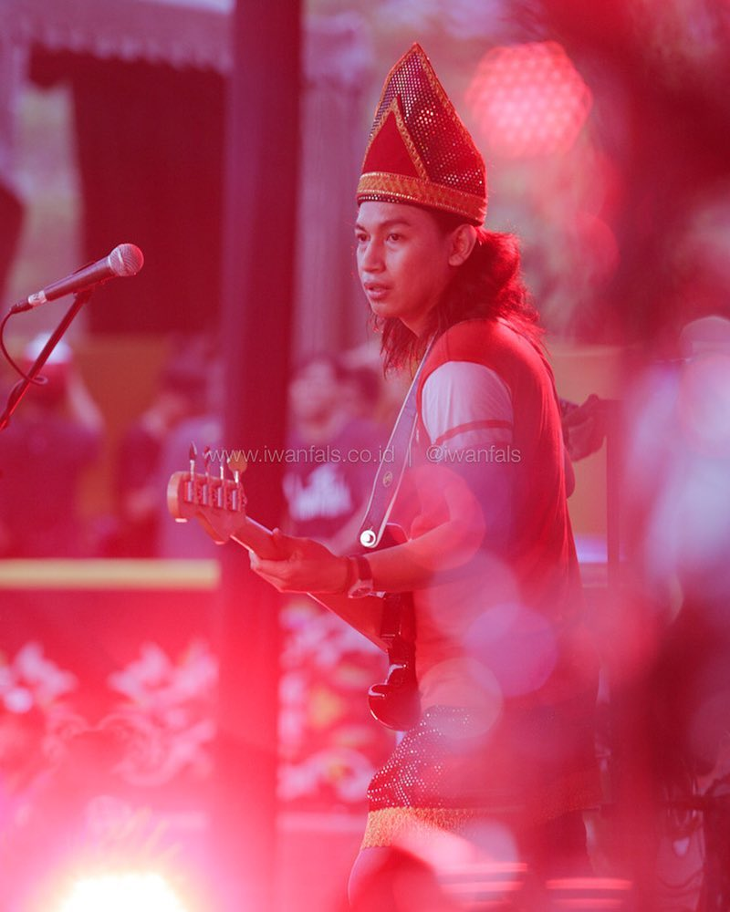 gambar Iwan Fals foto-konser-terbaru-iwan-fals-minangkabau