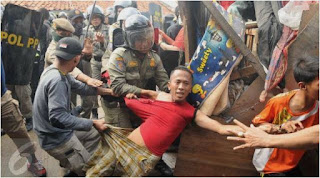 Naon Wae News - Kejamnya Perlakuan Aparat Negara saat Proses Penggusuran Paksa DI Kampung Luar Batang