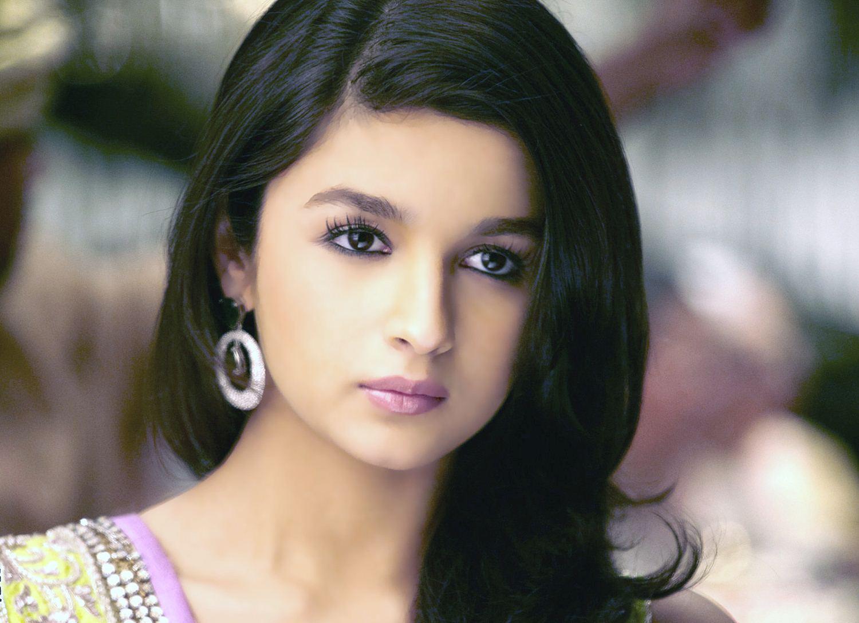 Alia Bhatt Photo: Bollywood Actress Alia Bhatt Hot Photos And HD Wallpapers