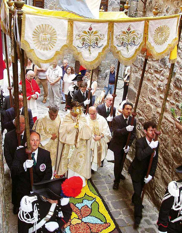 Procissão de Corpus Christi na Itália.