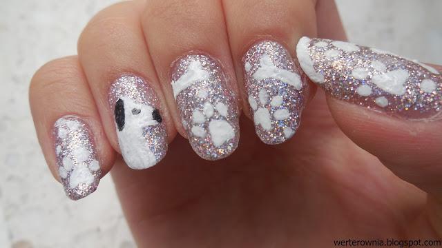 brokatowe zdobienie paznokci w pieski