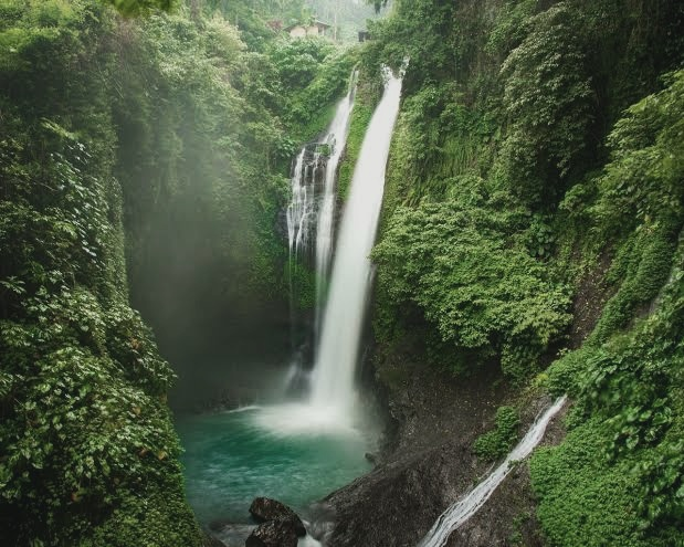 Aling - Aling Waterfall - Mademoiselle iola