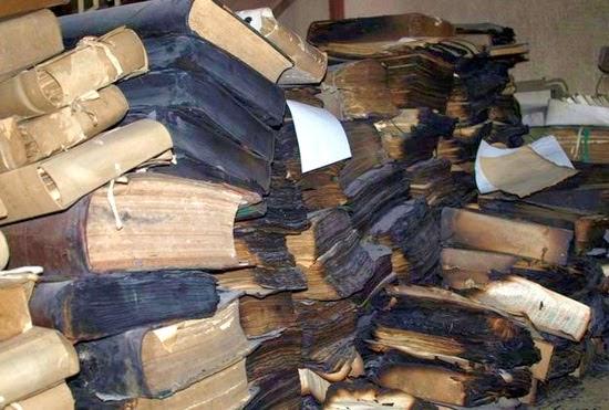 Обгоревшие архивные материалы