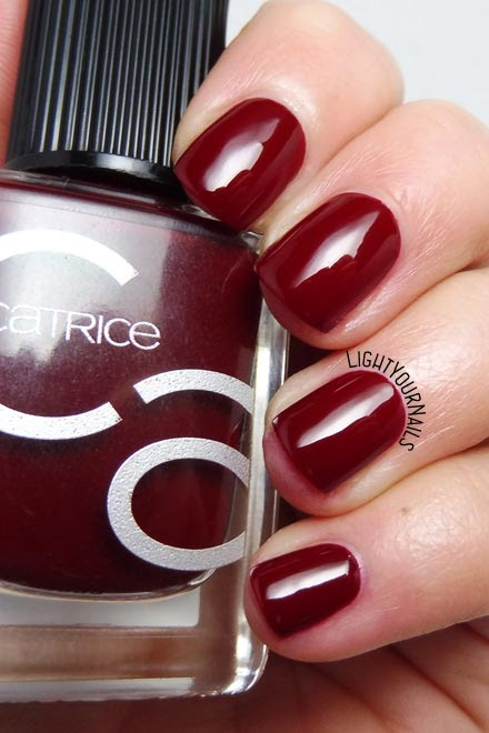 Smalto rosso Catrice ICONails 03 Caught On The Red Carpet red nail polish #lightyournails #ICONails #nails #unghie #pantonechilioil