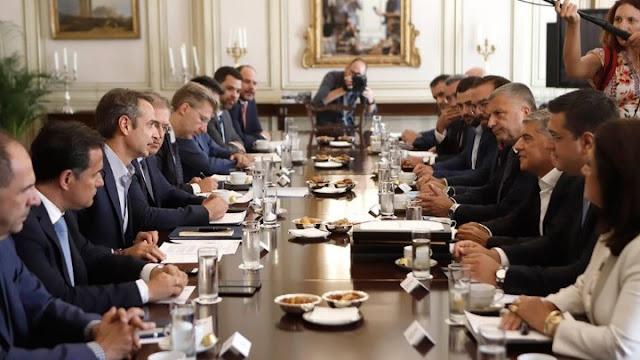 ΕΣΠΑ και μεταναστευτικό στη συνάντηση του πρωθυπουργού με τους 13 περιφερειάρχες (βίντεο)
