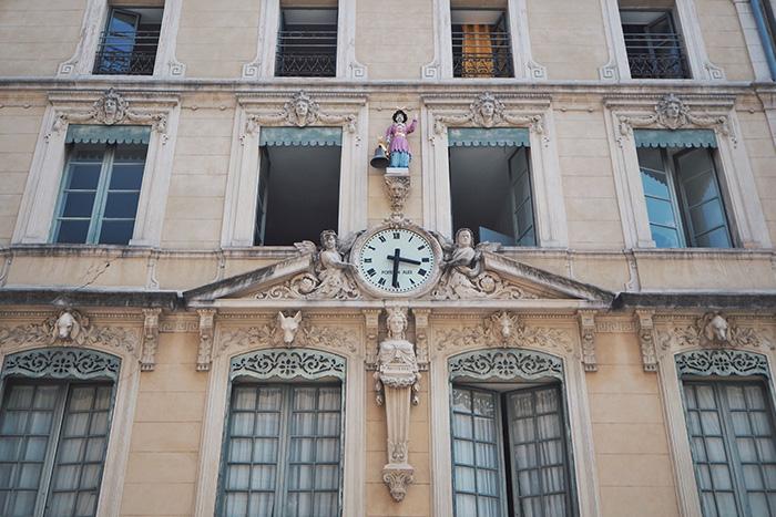 Les belles façades de la ville de Nîmes